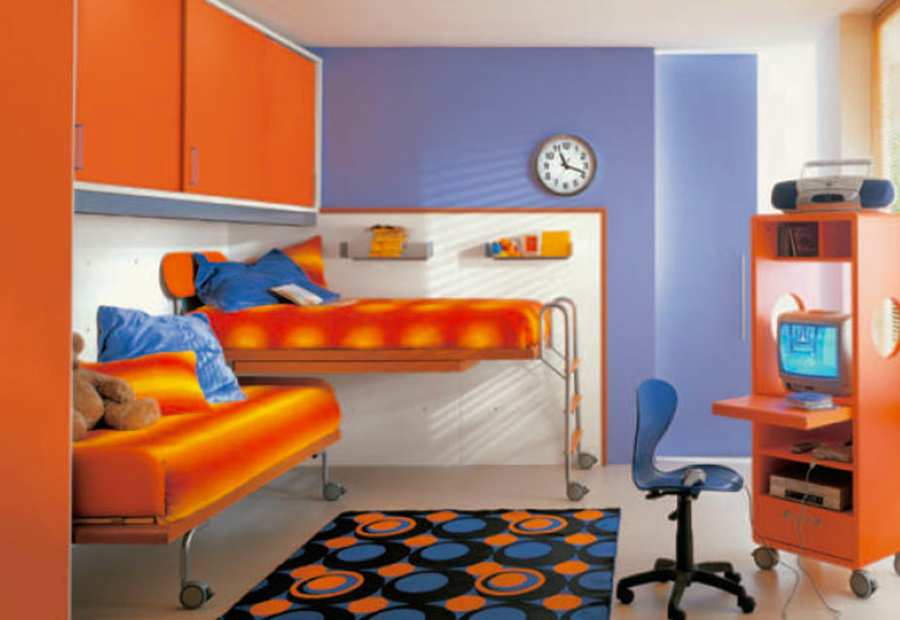Кровать для двоих на колесиках