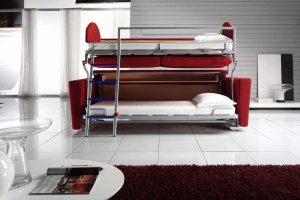 кровать и столик