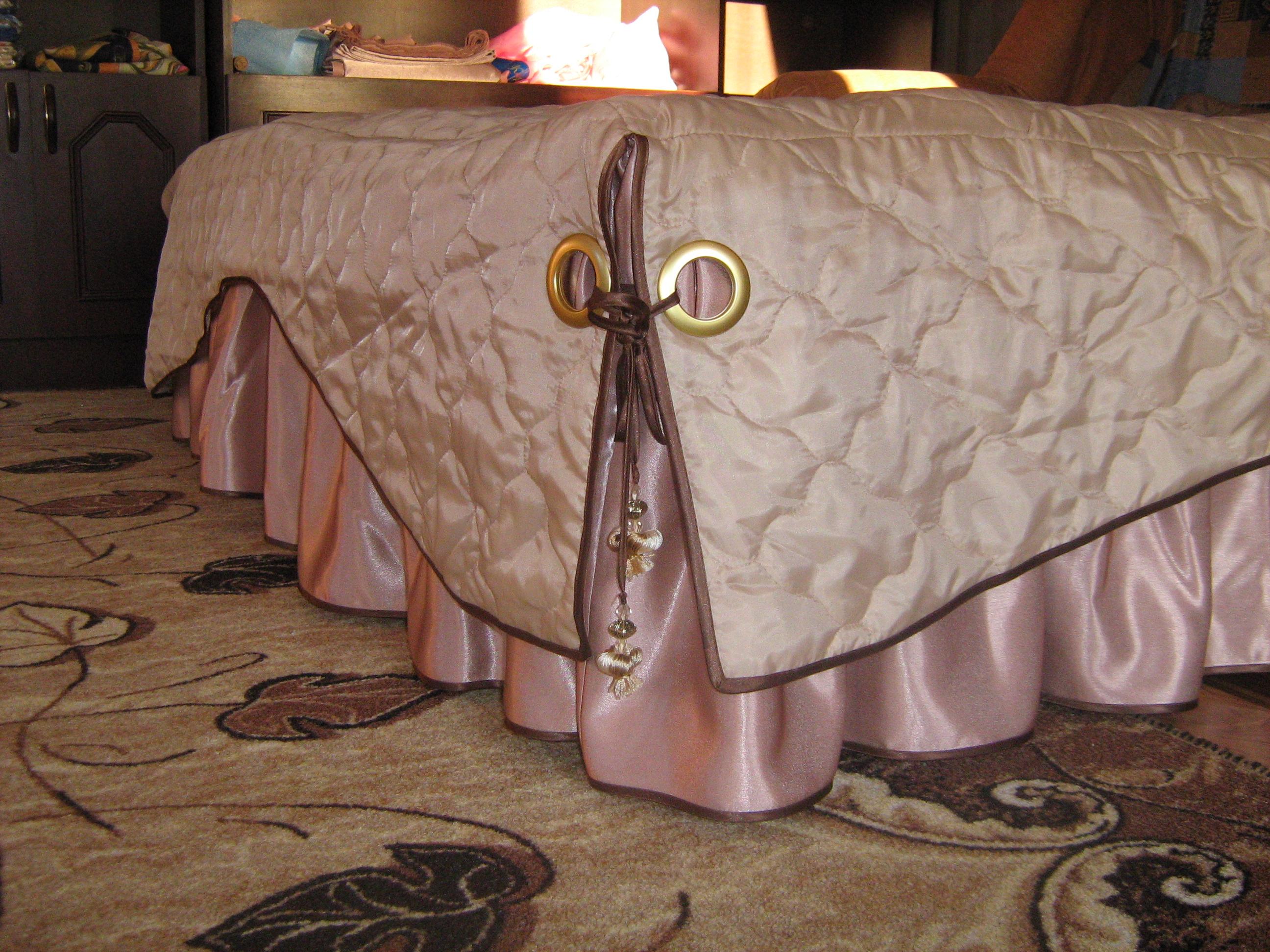 Стеганое покрывало на кровать: критерии выбора по стилям интерьера (+40 фото)