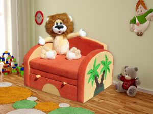 кресло и львенок