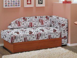 кровать и ковер