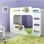 кровать и игрушки