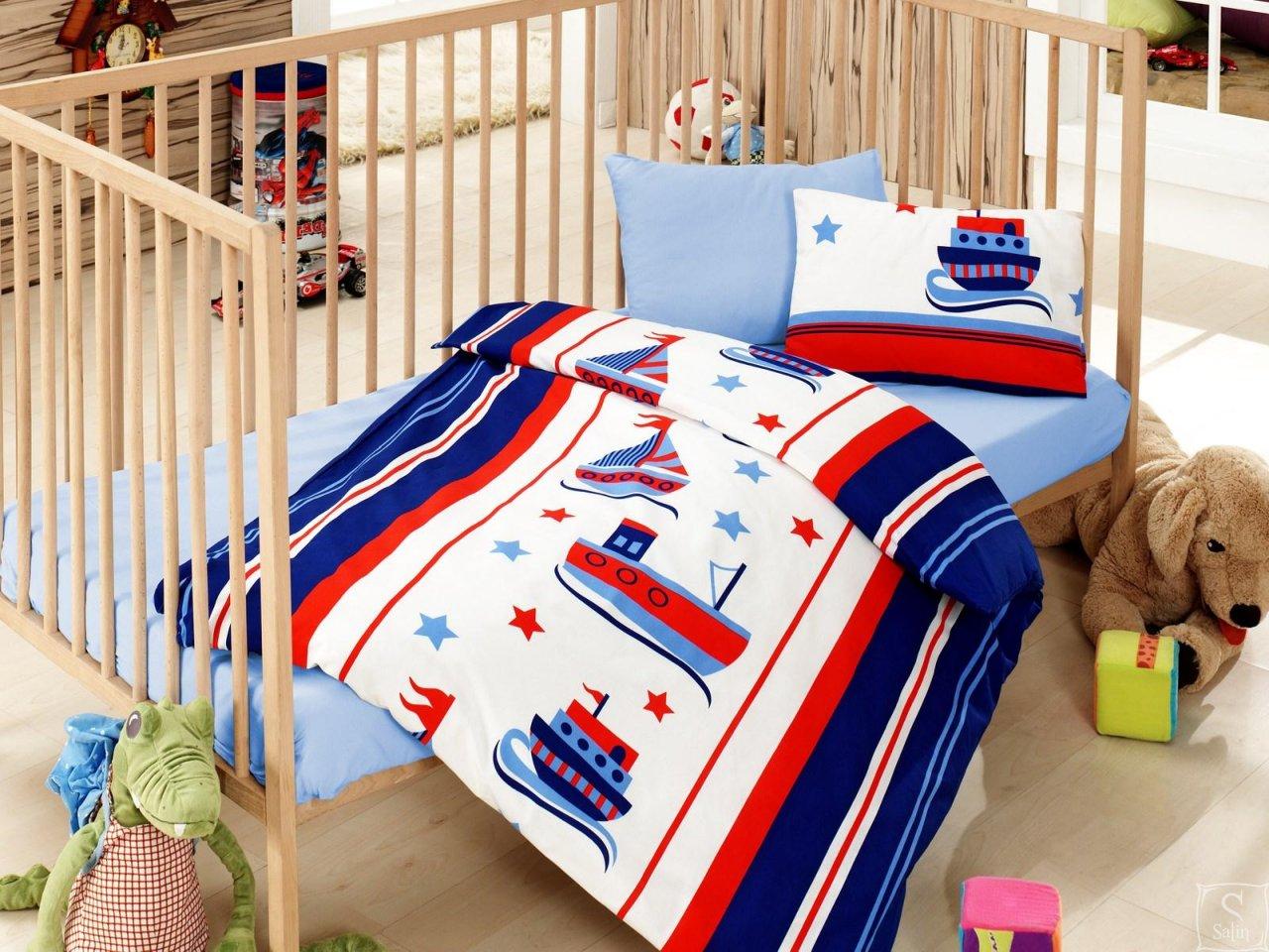 Постельное белье для новорожденного с корабликами