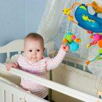 Детский мобиль в кроватку — выбор веселой игрушки