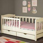 Детская кроватка с бортиками — особенности кроваток для детей разных возрастов