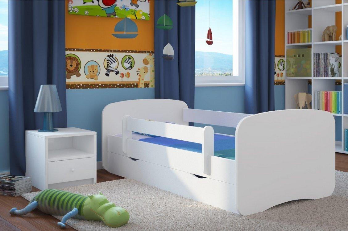 Кровать с бортиками белого цвета