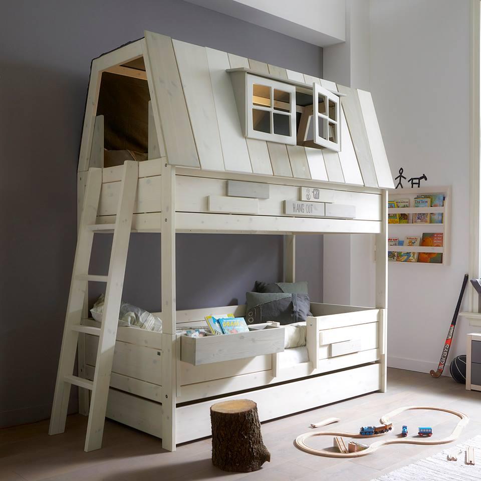 Двухэтажная кровать-домик