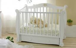 Белая кровать для новорожденных