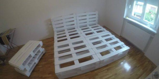 Белая кровать из поддонов