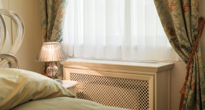 Закрываем радиатор в спальне