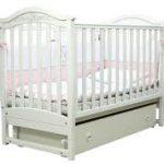 Кроватка детская в белом цвете