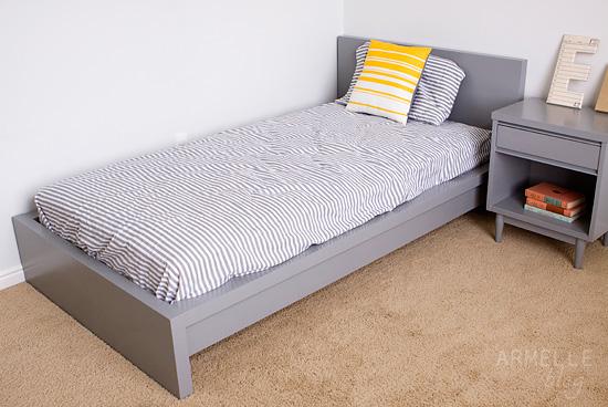 Кровать после покраски