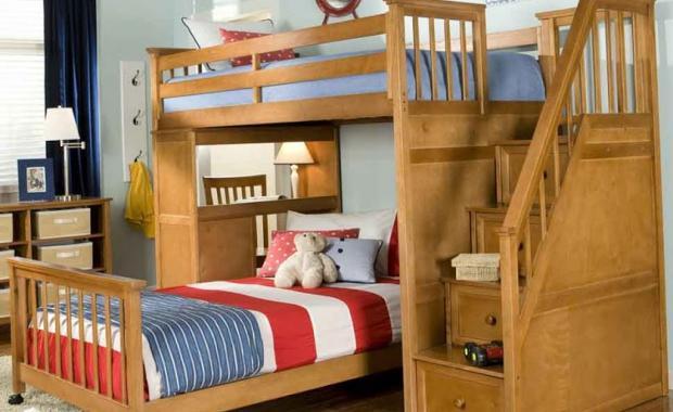 Кровать с двумя ярусами