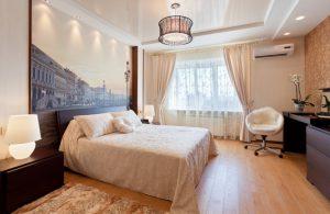 Однотонный потолок в спальне