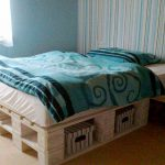 Практичная кровать из поддонов