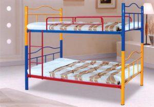 Яркая кровать для ребенка