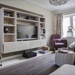 Как использовать стеллаж в интерьере гостиной