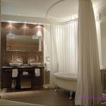Секреты выбора красивых штор в ванную комнату