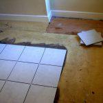 Можно ли положить плитку на деревянный пол?