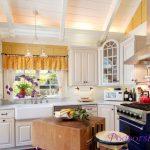 Красивые занавески для Вашей кухни— различные варианты оформления