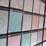 Как правильно клеить потолочную плитку из пенопласта