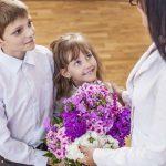 Как поздравить любимых учителей на 8 марта?