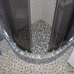 Укладка мозаичной плитки на стены и пол