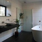 Ванная комната в частном доме: фото дизайна интерьера