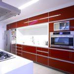 ? Контрастные кухни в красно-белом цвете
