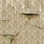 Восстановление и ремонт обоев на стене, устранение повреждений