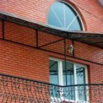Устройство козырька на балконе