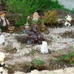 Украшаем сад своими руками. Фото