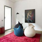 Вязаные вещи в декоре интерьера квартиры