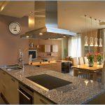 Особенности дизайна кухни гостиной в частном доме