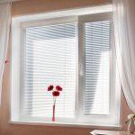 Как выбрать жалюзи на пластиковые окна: полезные рекомендации
